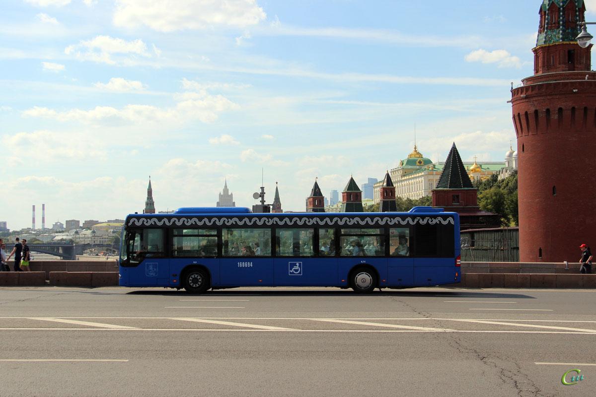 Москва. Mercedes-Benz O345 Conecto LF а621не