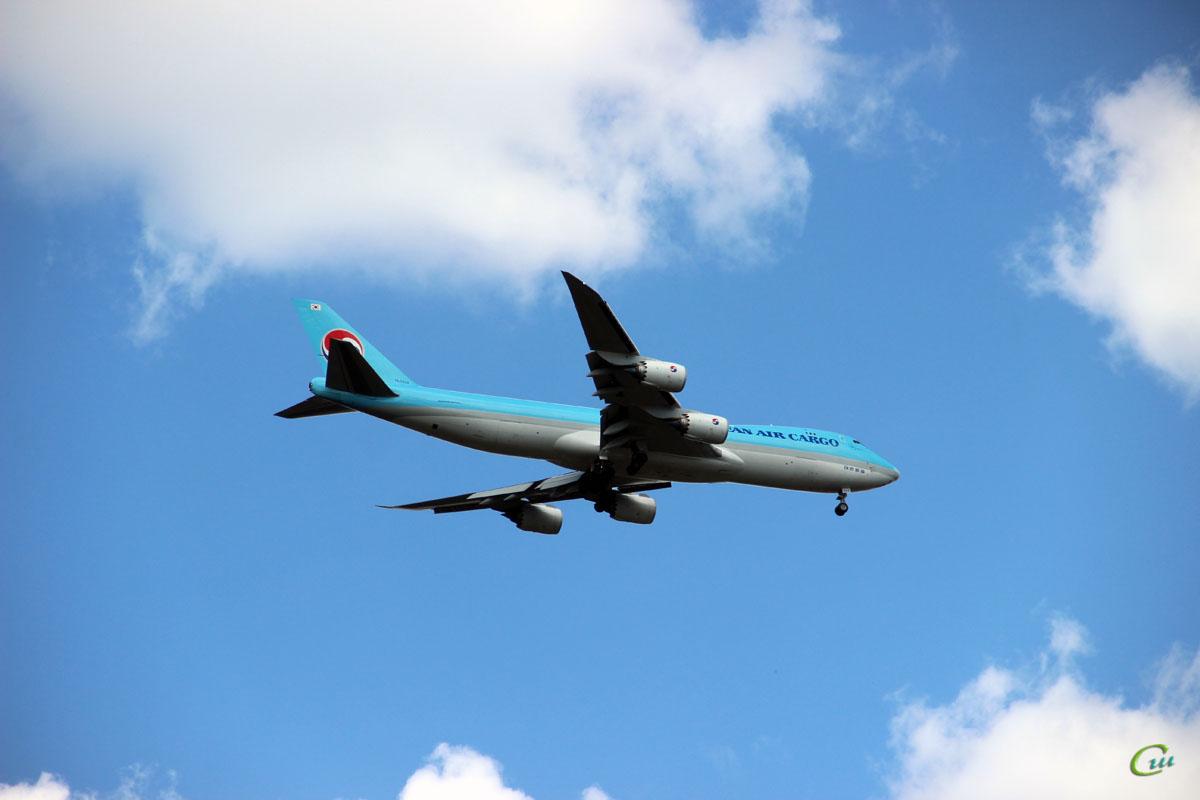 Москва. Грузовой самолет Boeing 747 (HL7624) авиакомпании Korean Air Cargo