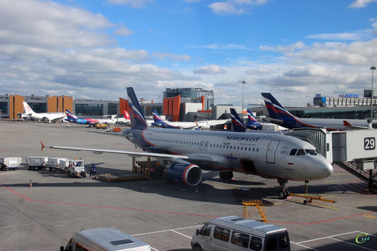 Москва. Самолет Airbus A320 (VQ-BEH) Иван Павлов авиакомпании Аэрофлот (Aeroflot)