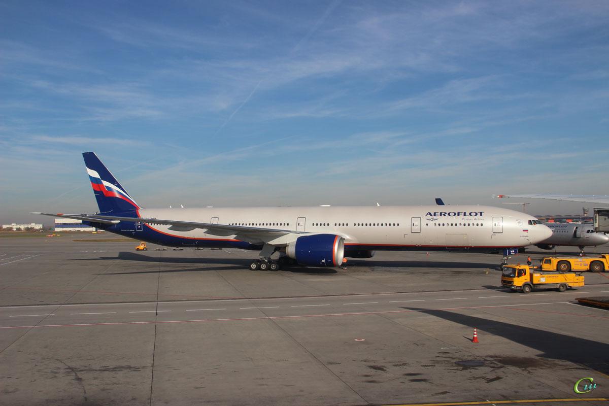 Москва. Самолет Boeing 777-300ER (VP-BHA) Александр Скрябин авиакомпании Аэрофлот (Aeroflot)