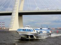 Санкт-Петербург. Пассажирский теплоход на подводных крыльях Метеор-290