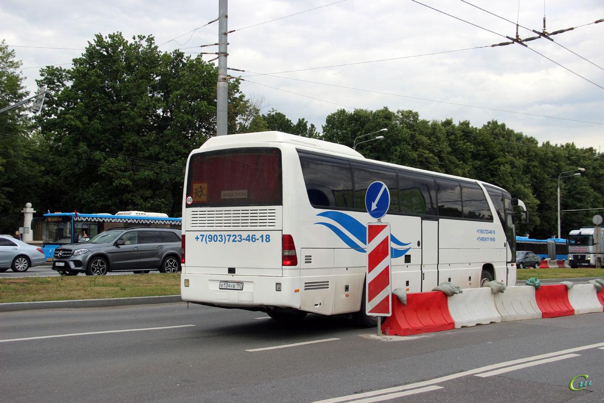 Москва. Mercedes-Benz O350 Tourismo х134ув