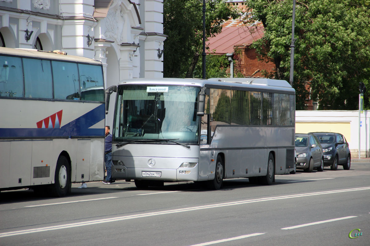 Санкт-Петербург. Mercedes-Benz O560 Intouro а042вк
