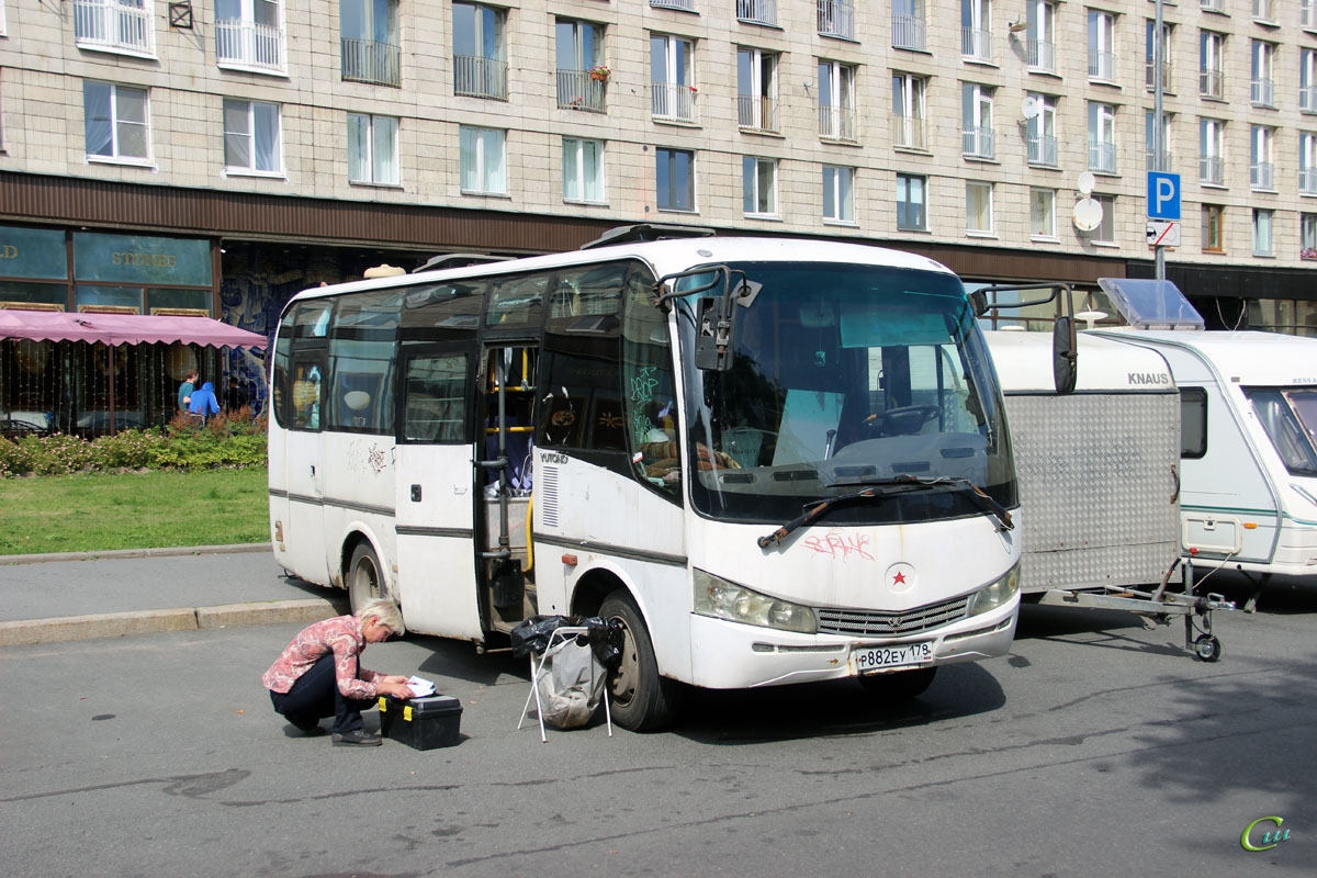 Санкт-Петербург. Yutong ZK6737D р882еу