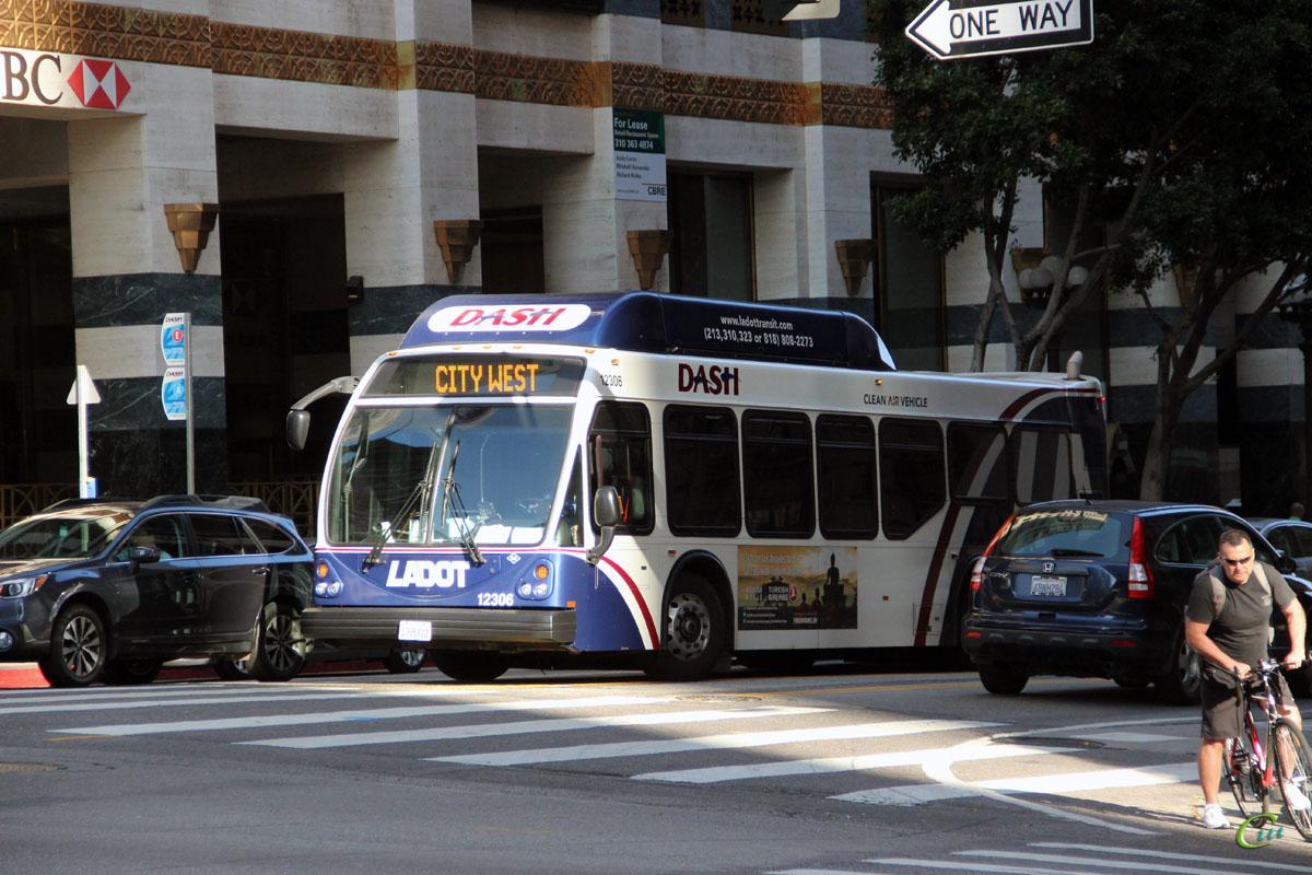 Лос-Анджелес. ElDorado National Axess BRT CNG 1385922