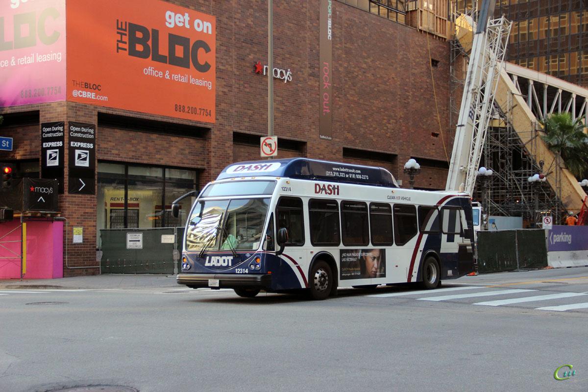 Лос-Анджелес. ElDorado National Axess BRT CNG 1408877