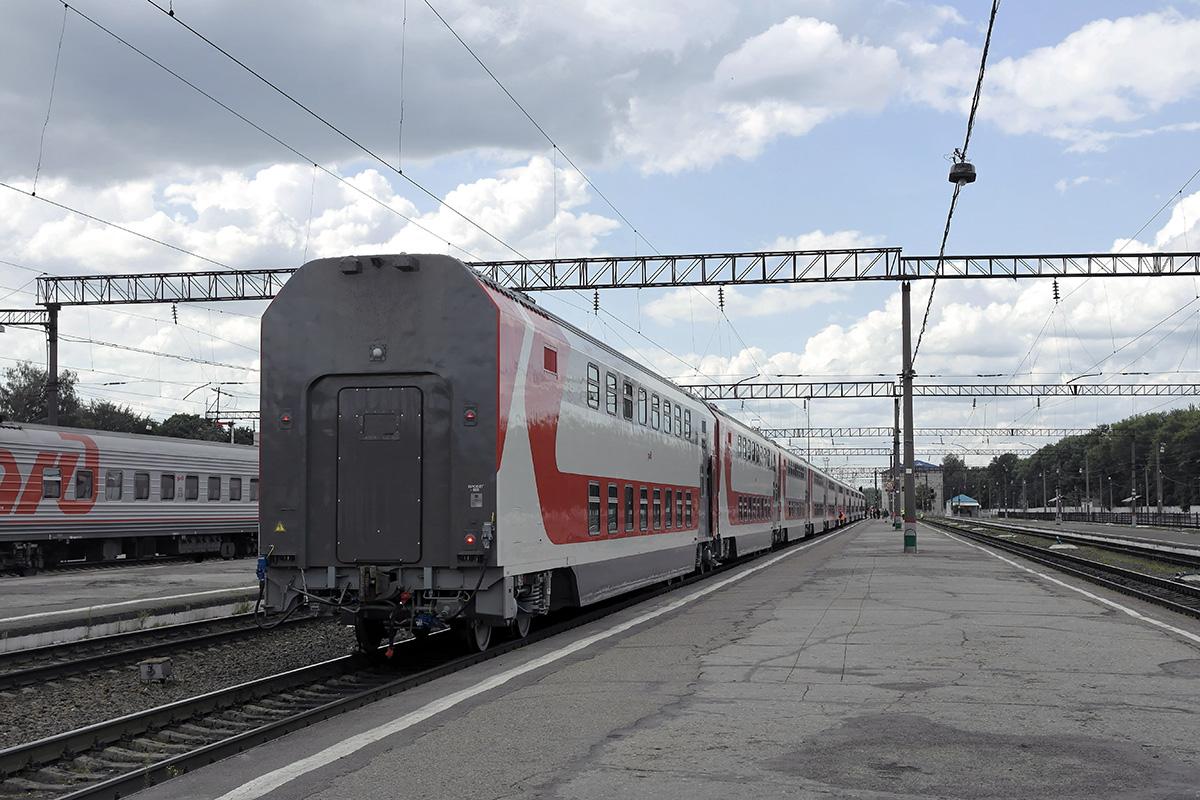 Брянск. Состав двухэтажных вагонов во время пробного рейса