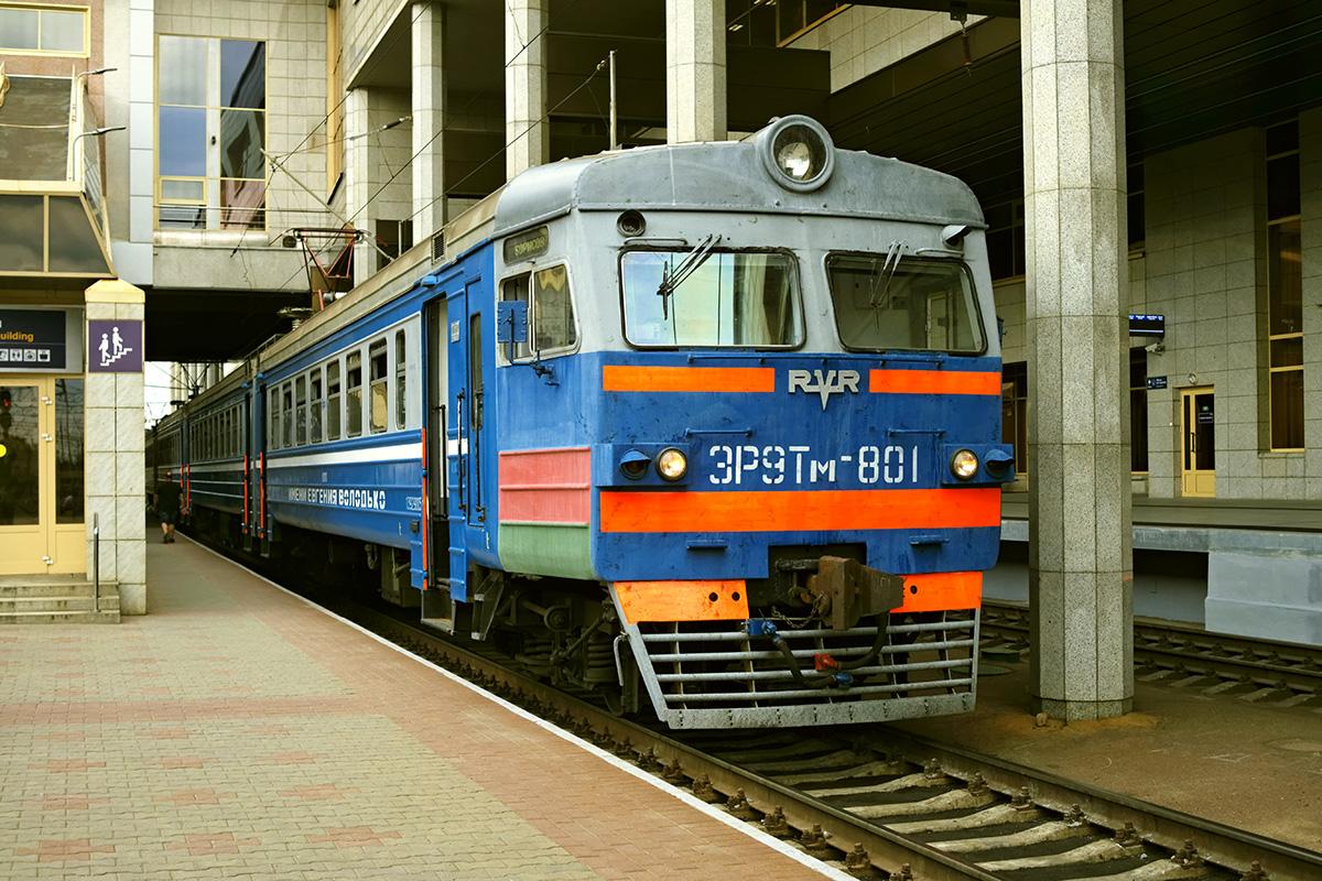 Минск. ЭР9Т-801