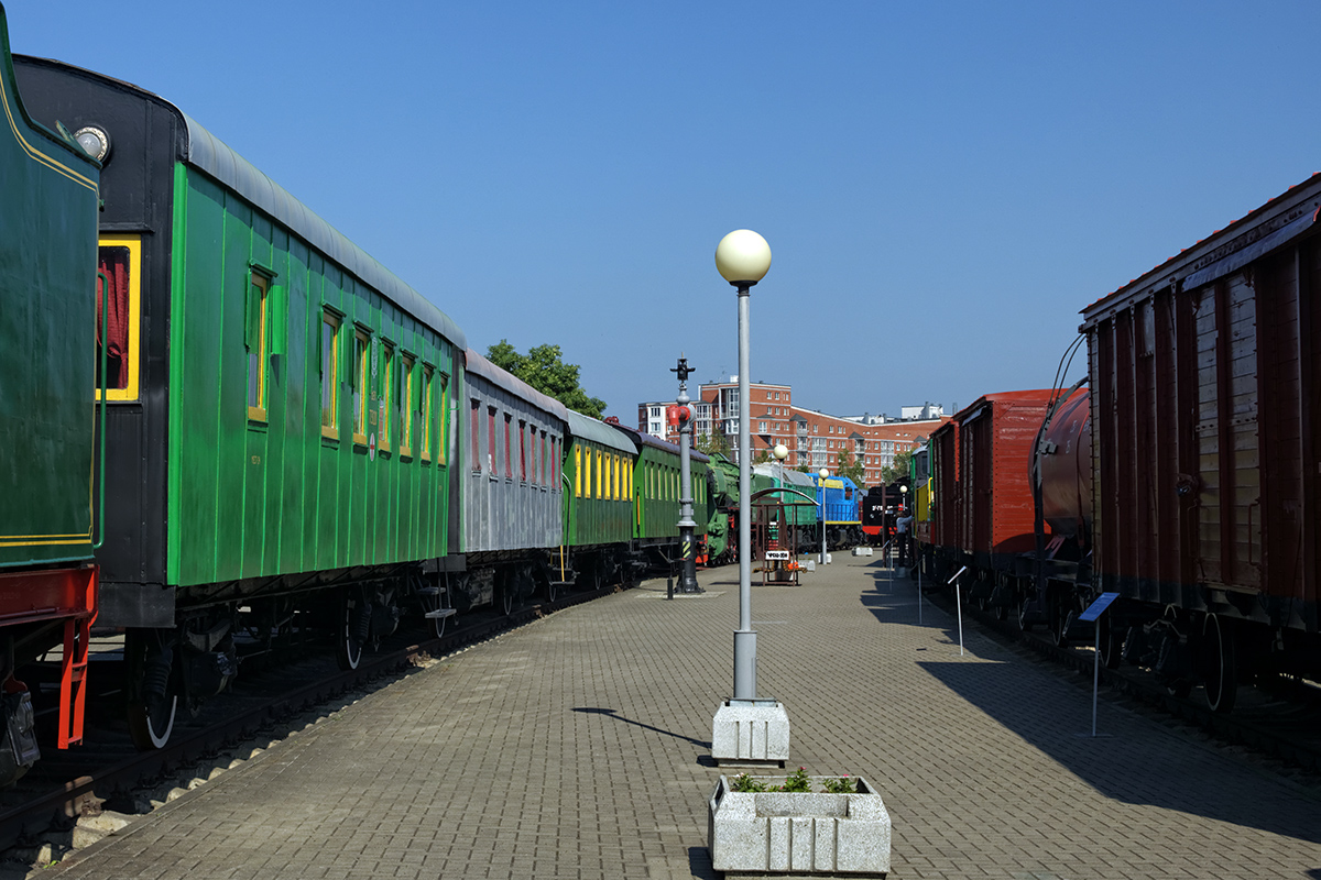Брест. Пассажирские и грузовые вагоны