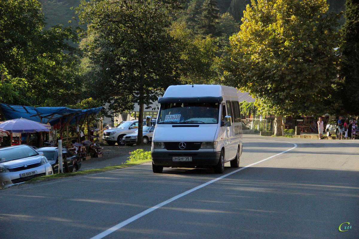 Батуми. Mercedes-Benz Sprinter 212D HQH-351