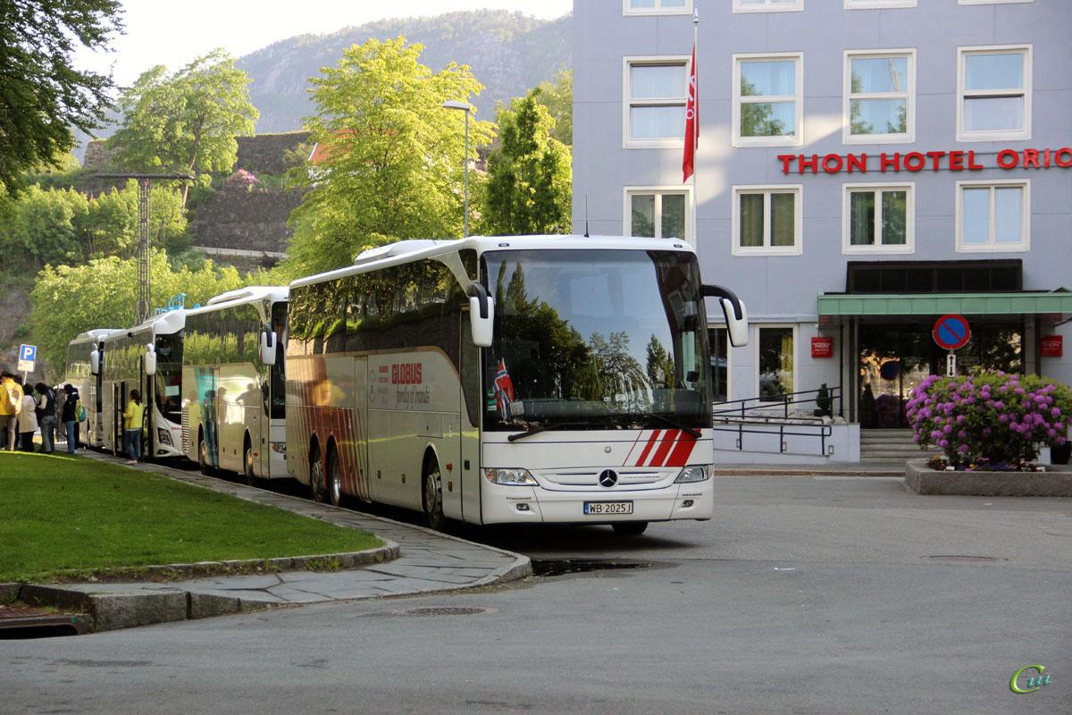 Берген. Mercedes-Benz Tourismo WB 2025J