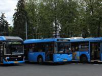 Москва. ЛиАЗ-5292.21 ео492, ЛиАЗ-5292.65 а516тн, ЛиАЗ-5292.22 ео577, ЛиАЗ-6274 ор580