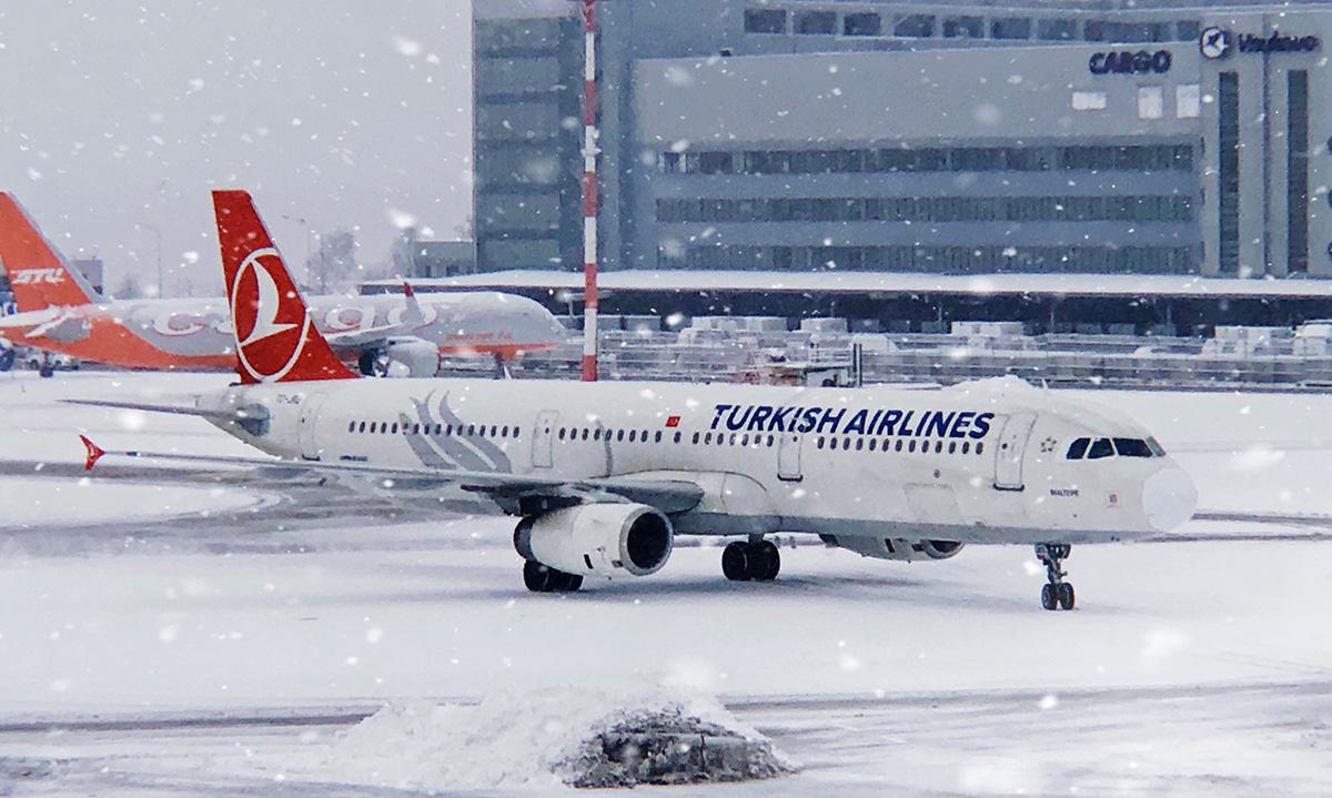 Москва. Самолет Airbus A320 (A321-200) TC-JRI авиакомпании Turkish Airlines Стамбул - Москва
