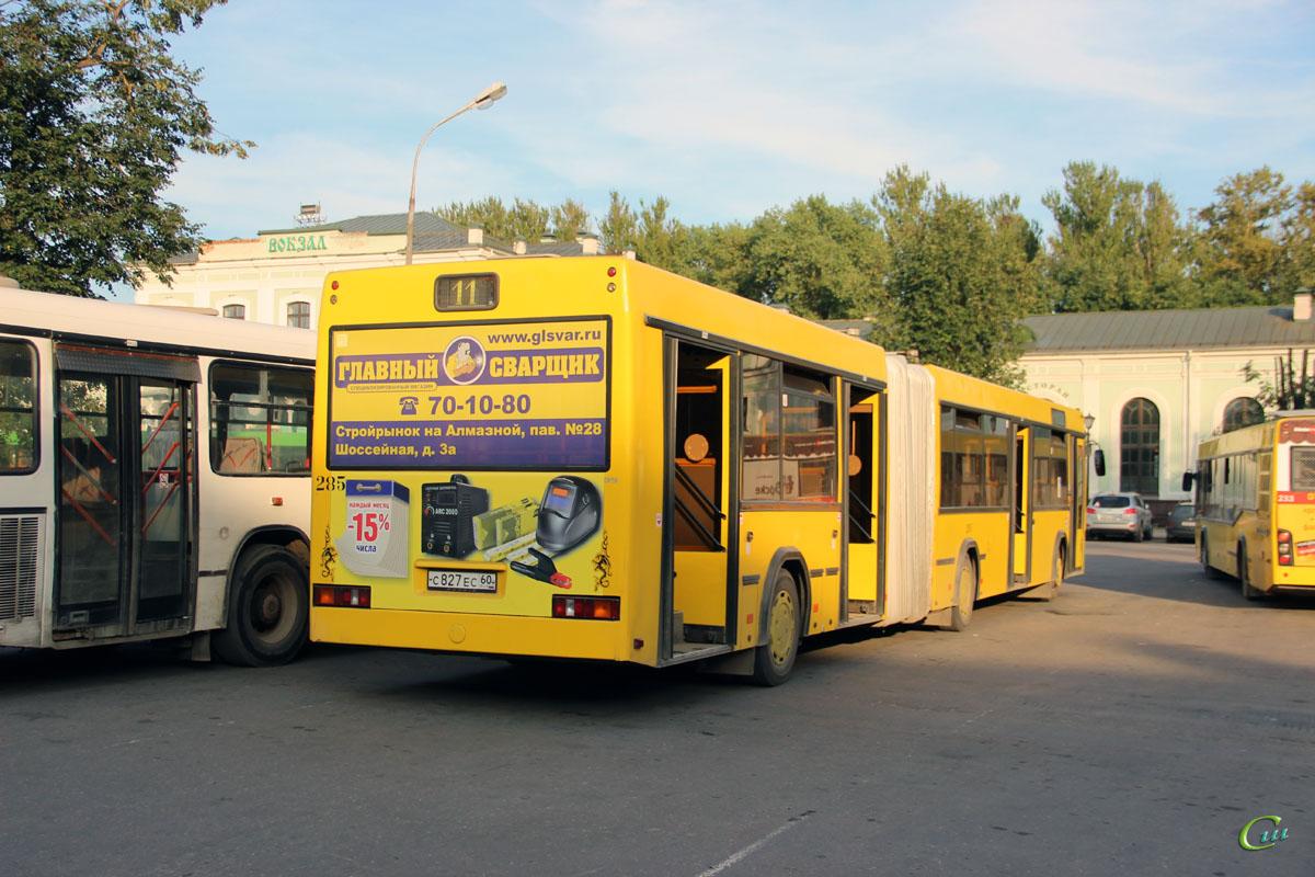 Псков. МАЗ-105.465 с827ес