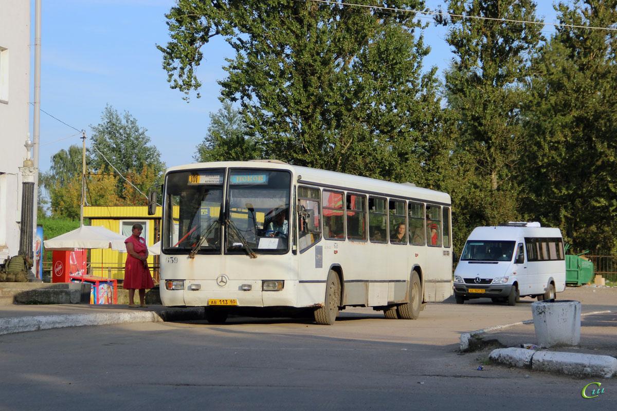 Псков. Mercedes-Benz O345 ав113, Mercedes-Benz Sprinter ае141