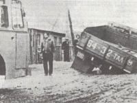 Котовск. За сломанным автобусом ЛиАЗ-677 приехал буксир, который сам и провалился