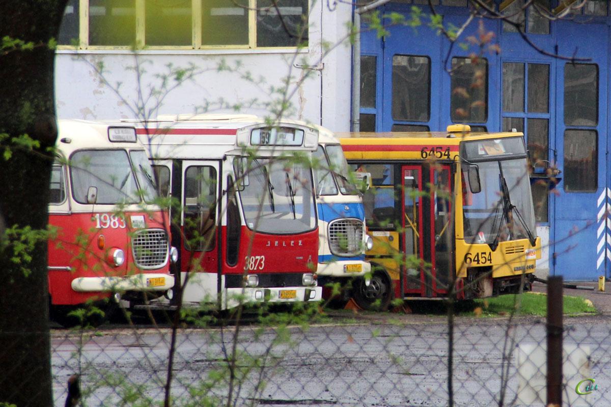 Варшава. Ikarus 405 WK 51V, Jelcz 272 MEX WJ 31Y, Renault PR100 WJ 95Y, Jelcz 043 WJ 32Y