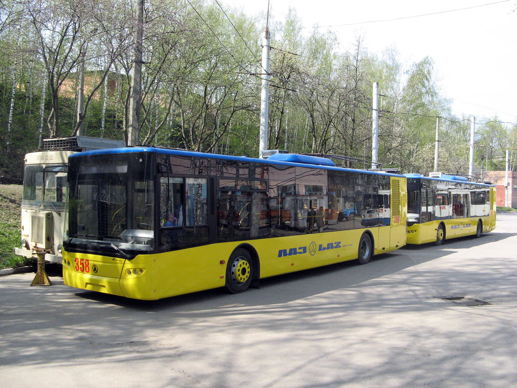 Винница. ЛАЗ-Е183 №358