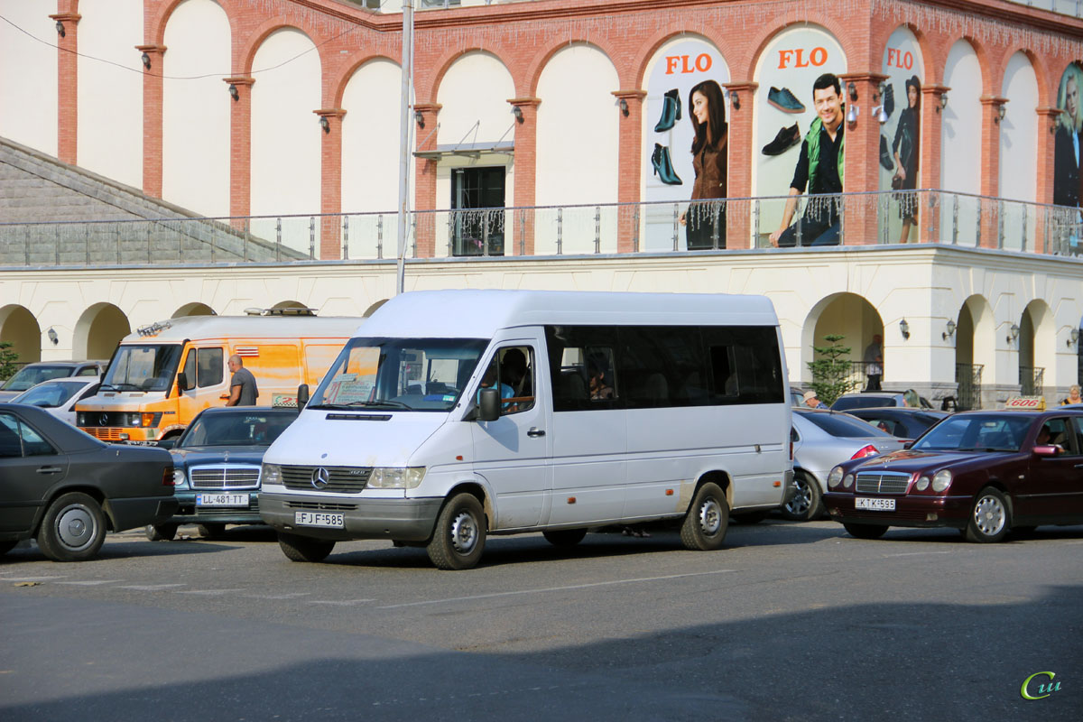 Кутаиси. Mercedes-Benz Sprinter 312D FJF-585