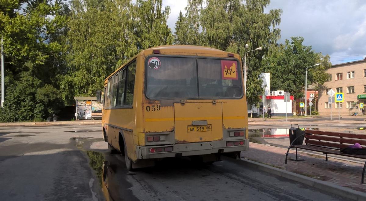 Псков. ПАЗ-32053-70 ав519