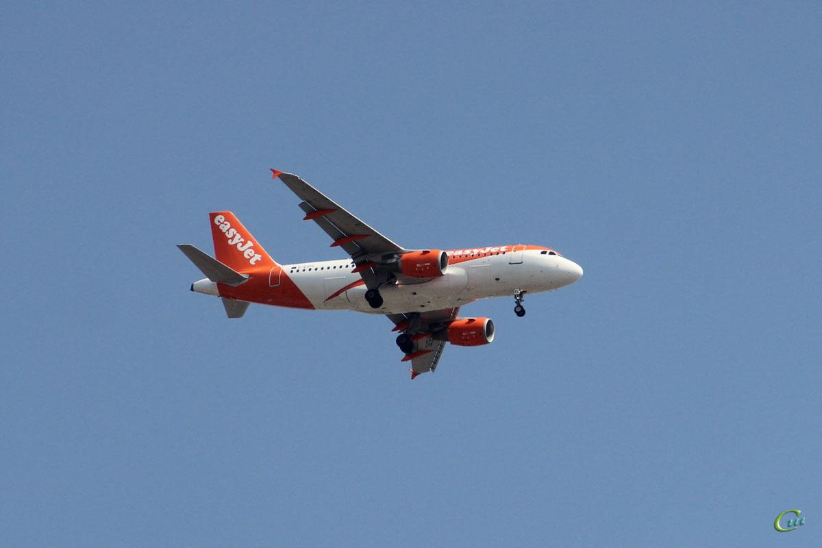 София. Самолет Airbus A319 (G-EZFL) авиакомпании easyJet