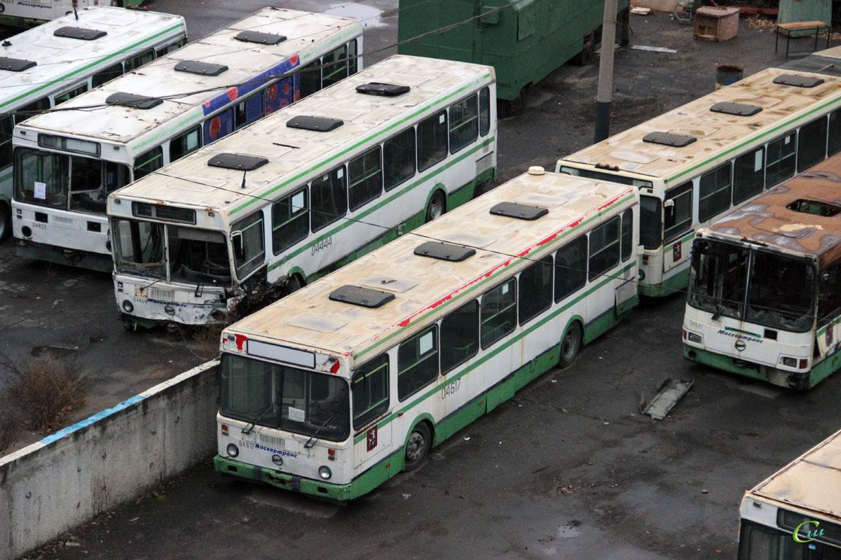Москва. ЛиАЗ-5256.25 ат930, ЛиАЗ-6212.01 ас812, ЛиАЗ-5256.25 ву671