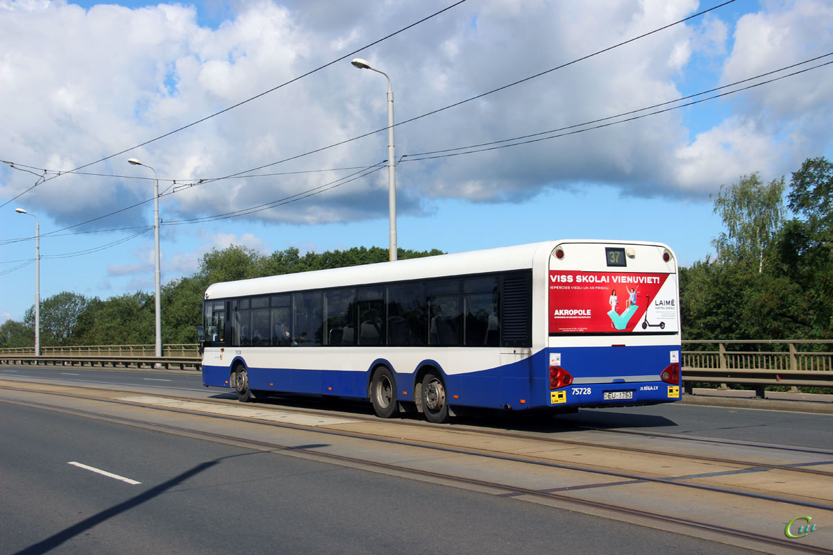 Рига. Solaris Urbino 15 EU-1753