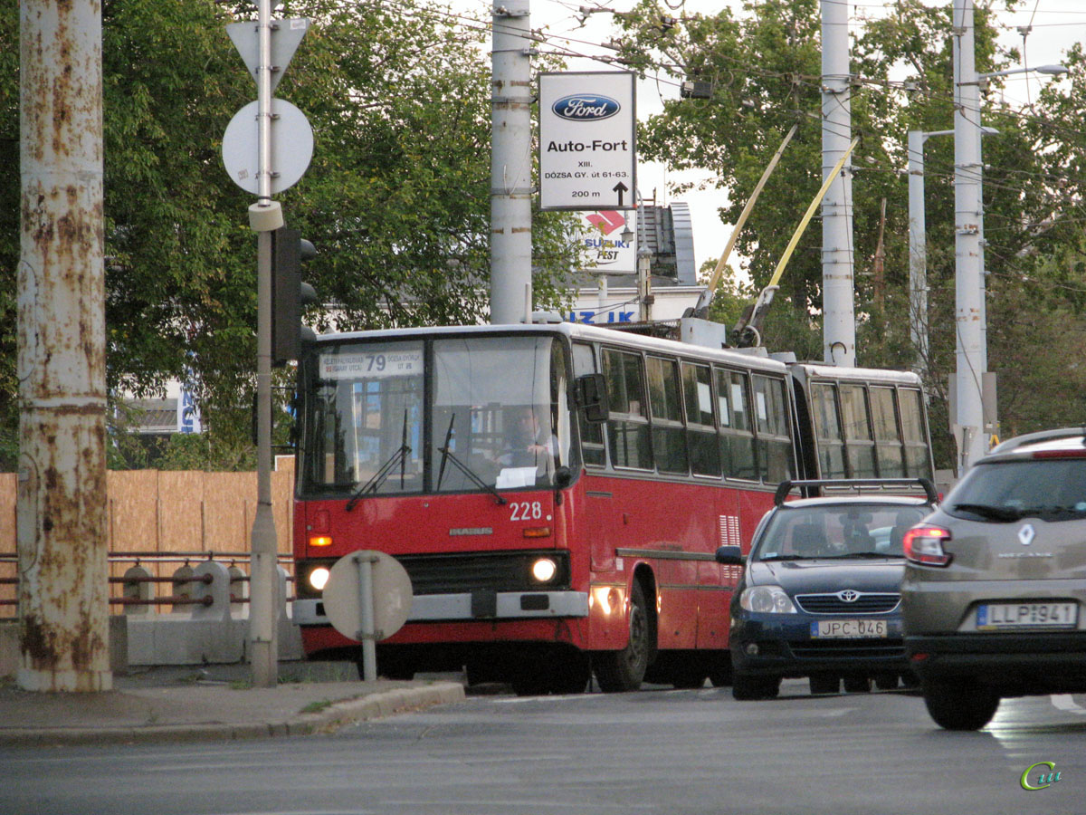Будапешт. Ikarus 280.94 №228