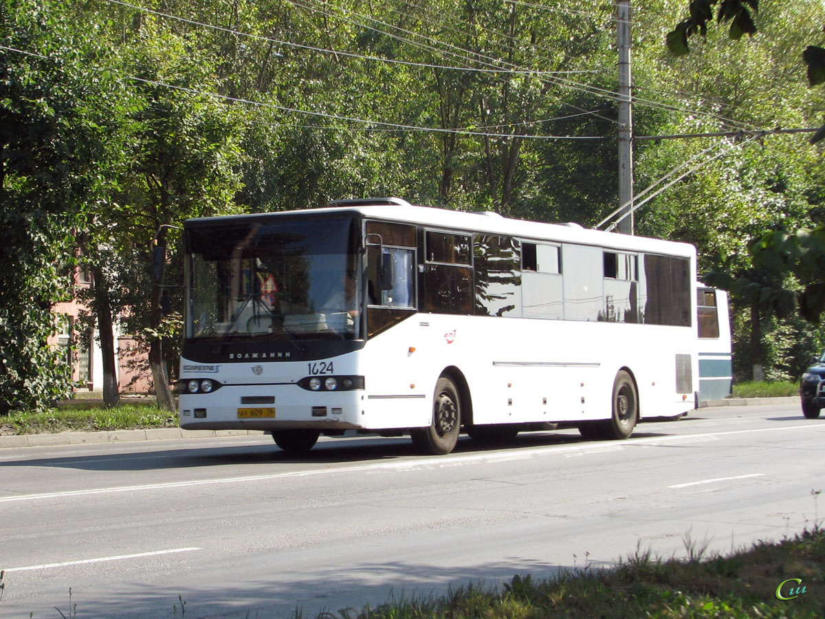 Великий Новгород. Волжанин-52702 ау609