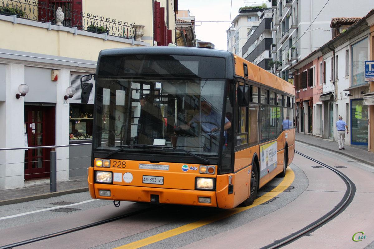 Венеция. BredaMenarinibus M221 AN 393 WJ
