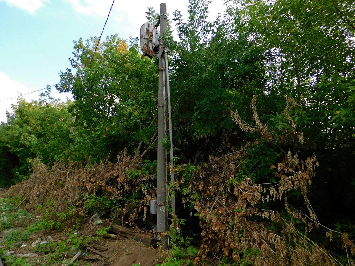 Калуга. Бывшие подъездные пути ликёро-водочного завода Кристалл и светофор в никуда