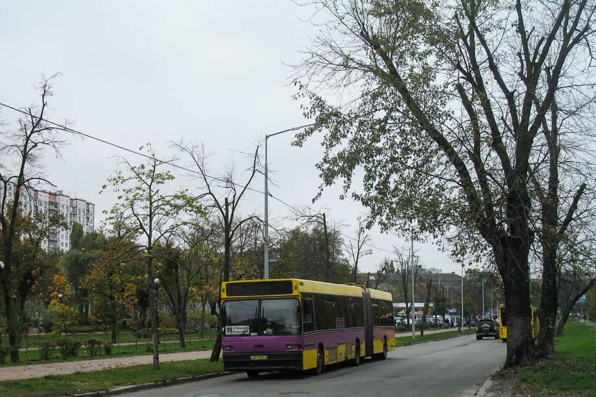 Киев. МАЗ-105.060 051-97KA