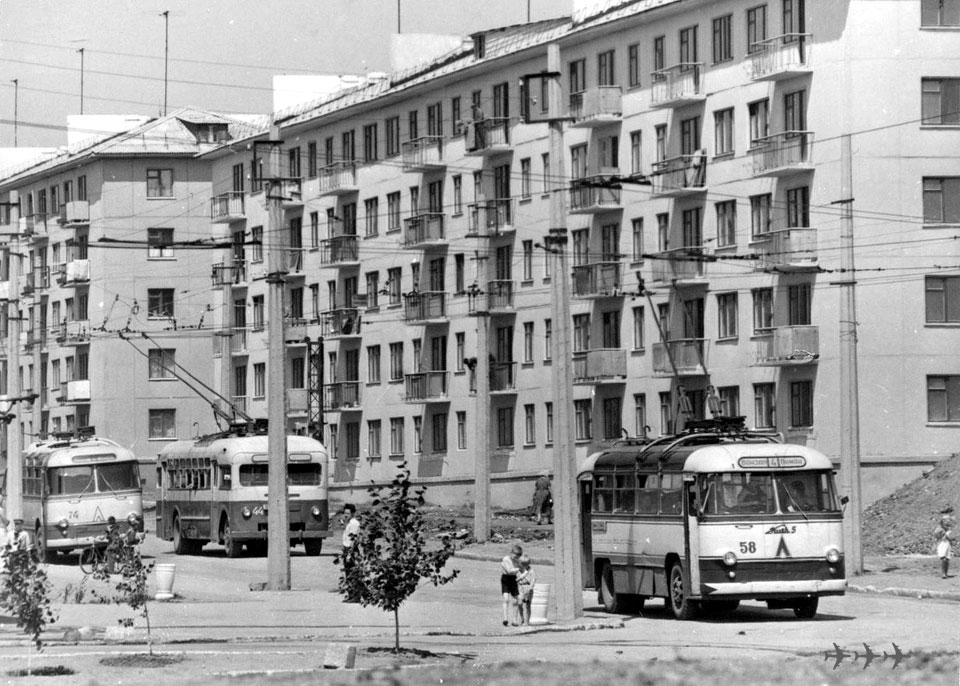 Алчевск. Киев-5ЛА №58, ОдАЗ-695Т №74, МТБ-82Д №44