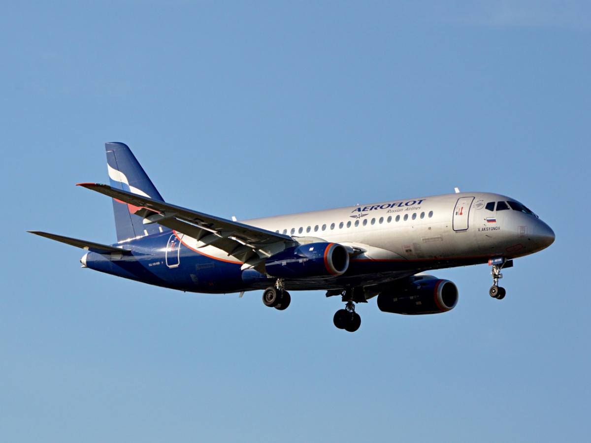 Воронеж. Самолет Sukhoi Superjet 100-95B № RA-89108, следующий рейсом Воронеж - Москва