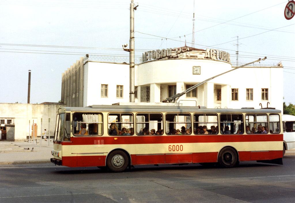 Симферополь. Škoda 14Tr02/6 №6000