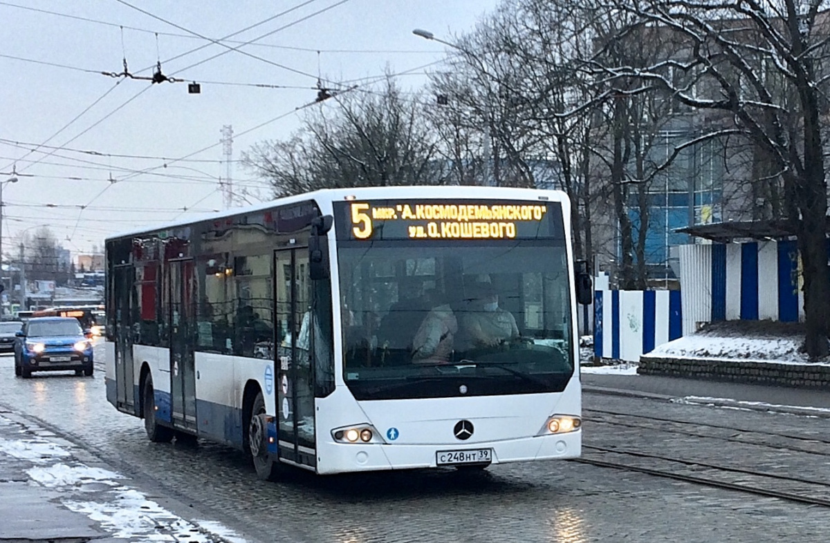 Калининград. Mercedes-Benz O345 Conecto LF с248нт