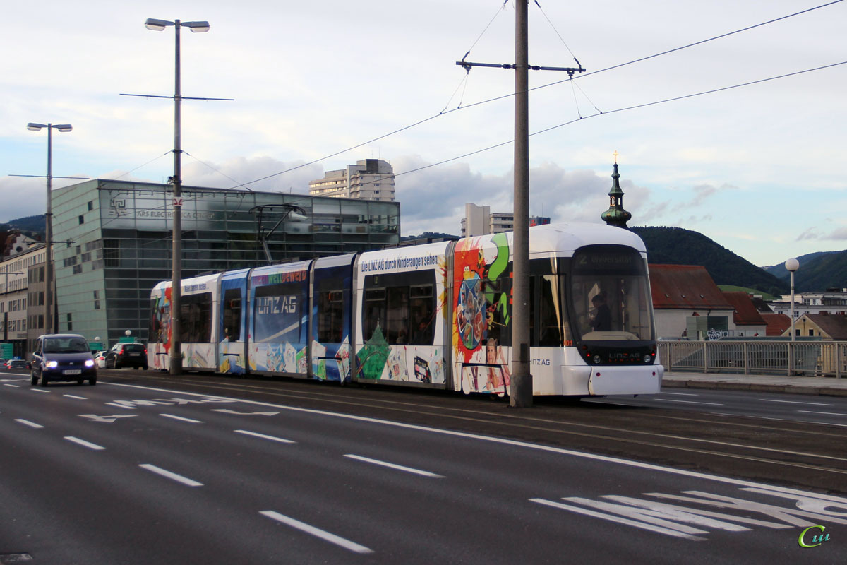 Линц. Bombardier Cityrunner №001