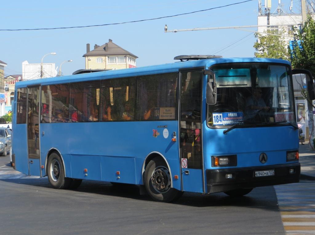 Анапа. ЛАЗ-4207JT Лайнер-10 е940ма