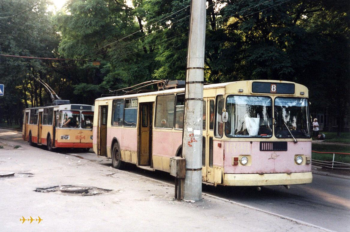 Донецк. ЗиУ-682Г00 №1688, ЗиУ-682В00 №1654