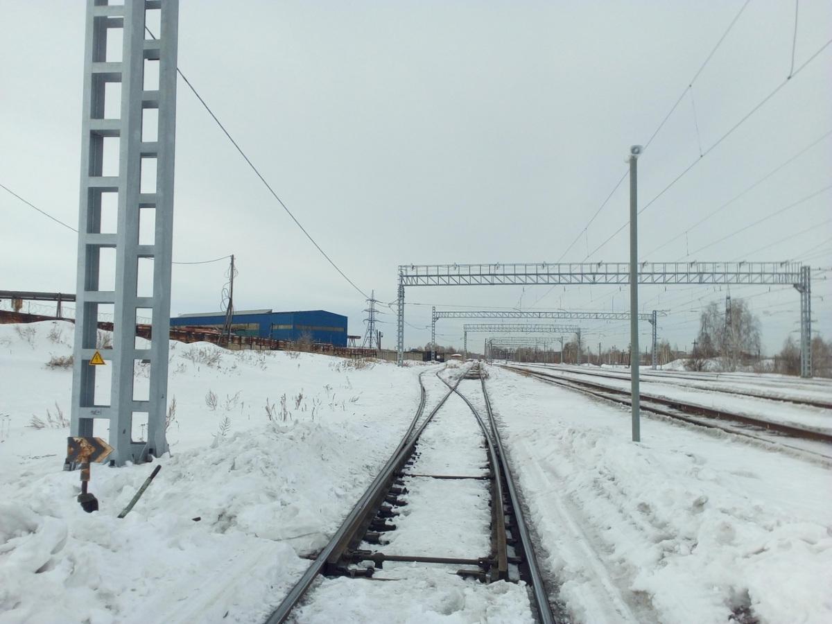Челябинск. Станция Кирзавод, стрелочный перевод № 38, вид в сторону поста Восточный, кузнечно-прессового завода и ТЭЦ-1