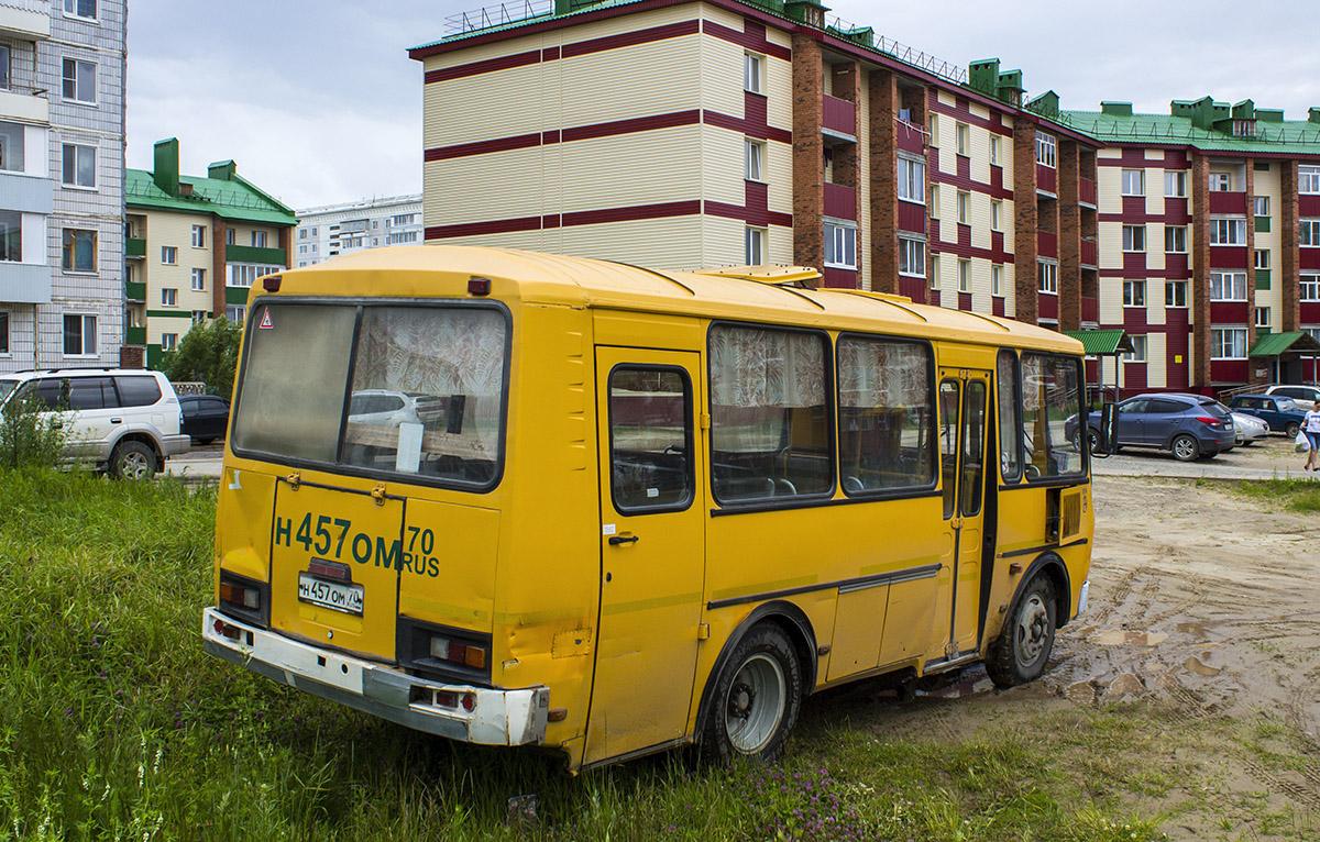 Стрежевой. ПАЗ-32053-60 н457ом