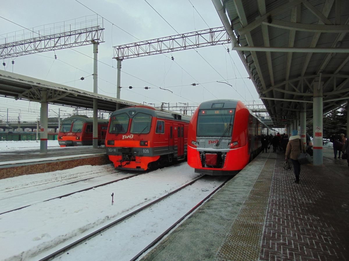 Челябинск. ЭД4М-1020, ЭС1П-020 Ласточка, ЭД4МК-0083
