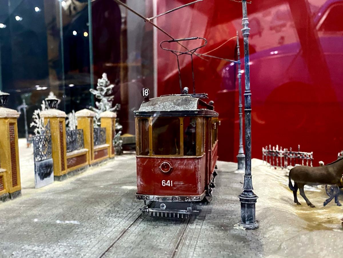 Москва. Макет вагона МС-1 № 641 на инсталляции Каток