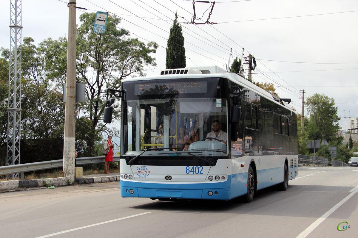 Ялта. Богдан Т70115 №8402