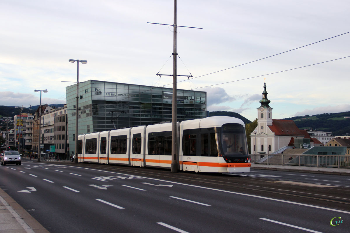 Линц. Bombardier Cityrunner №013