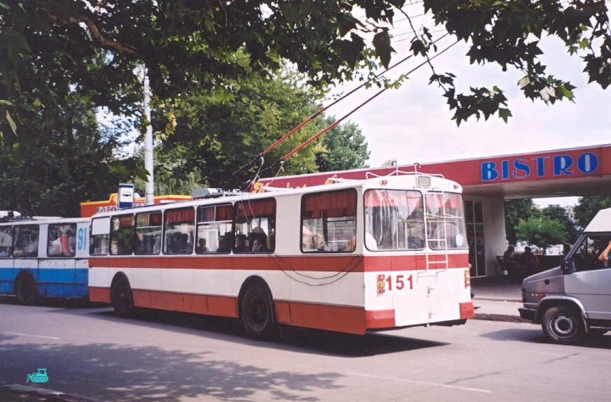 Бельцы. ЗиУ-683В (683В00; 683В01) №151, ЗиУ-682В №91