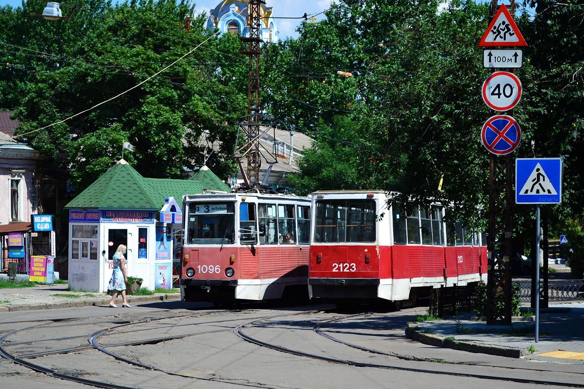 Николаев. 71-605А (КТМ-5А) №2123, 71-605 (КТМ-5) №1096