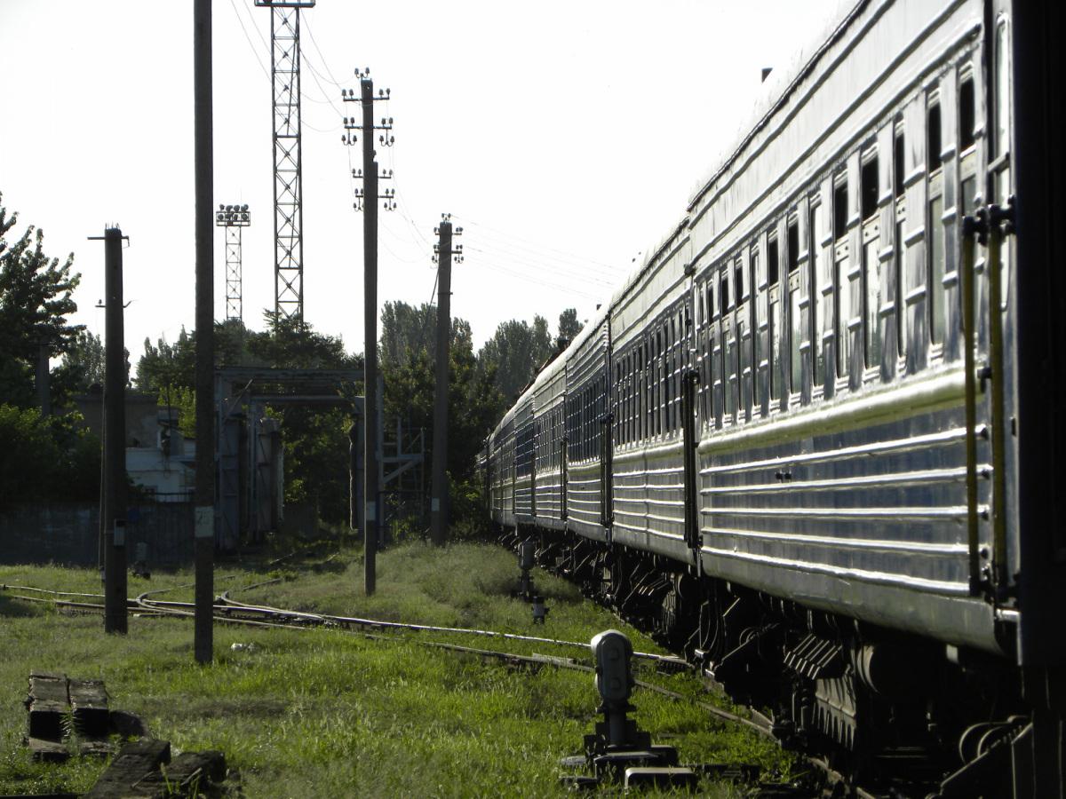 Николаев. Пассажирский состав на станции Николаев-Грузовой