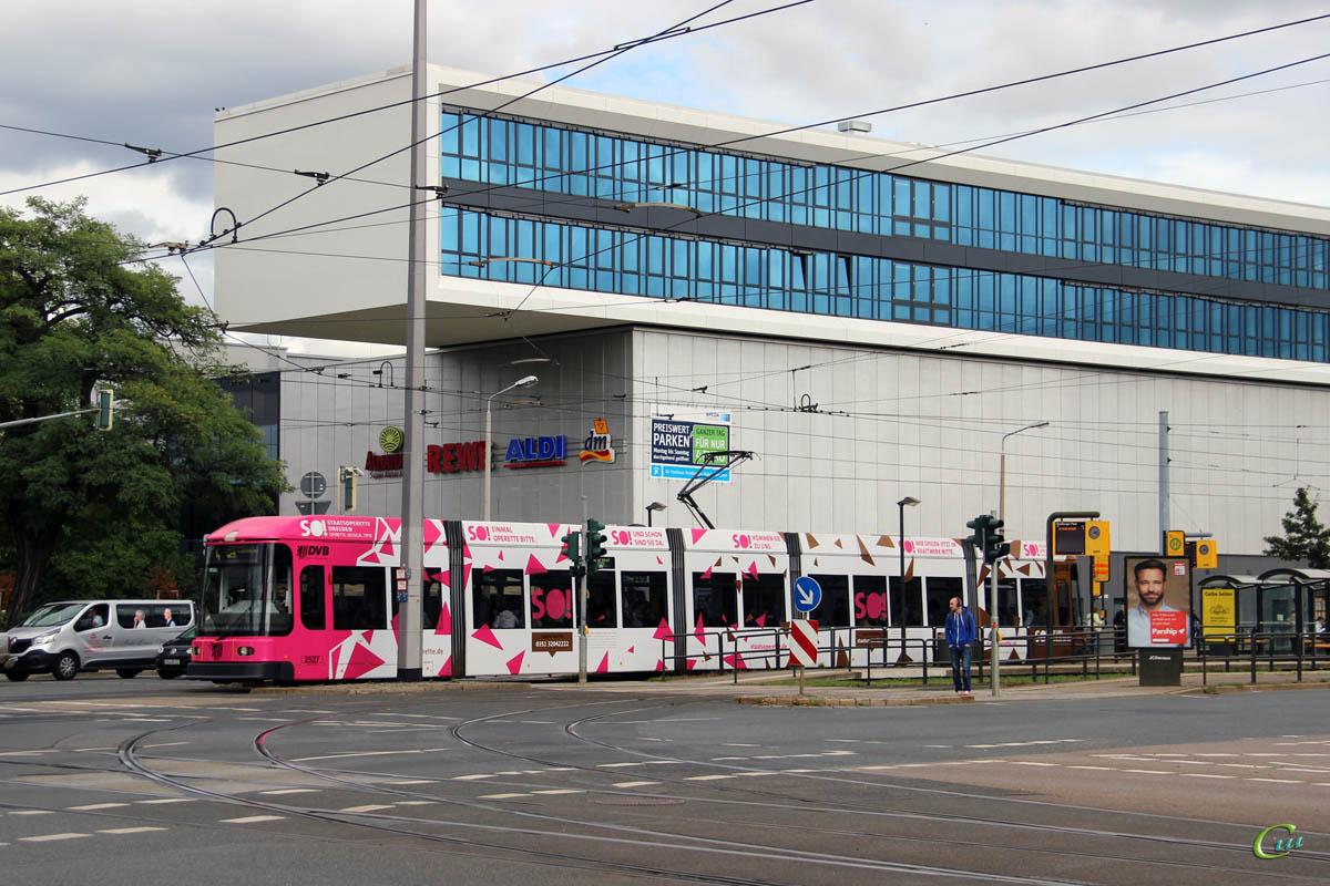 Дрезден. SachsenTram NGT6DD №2527