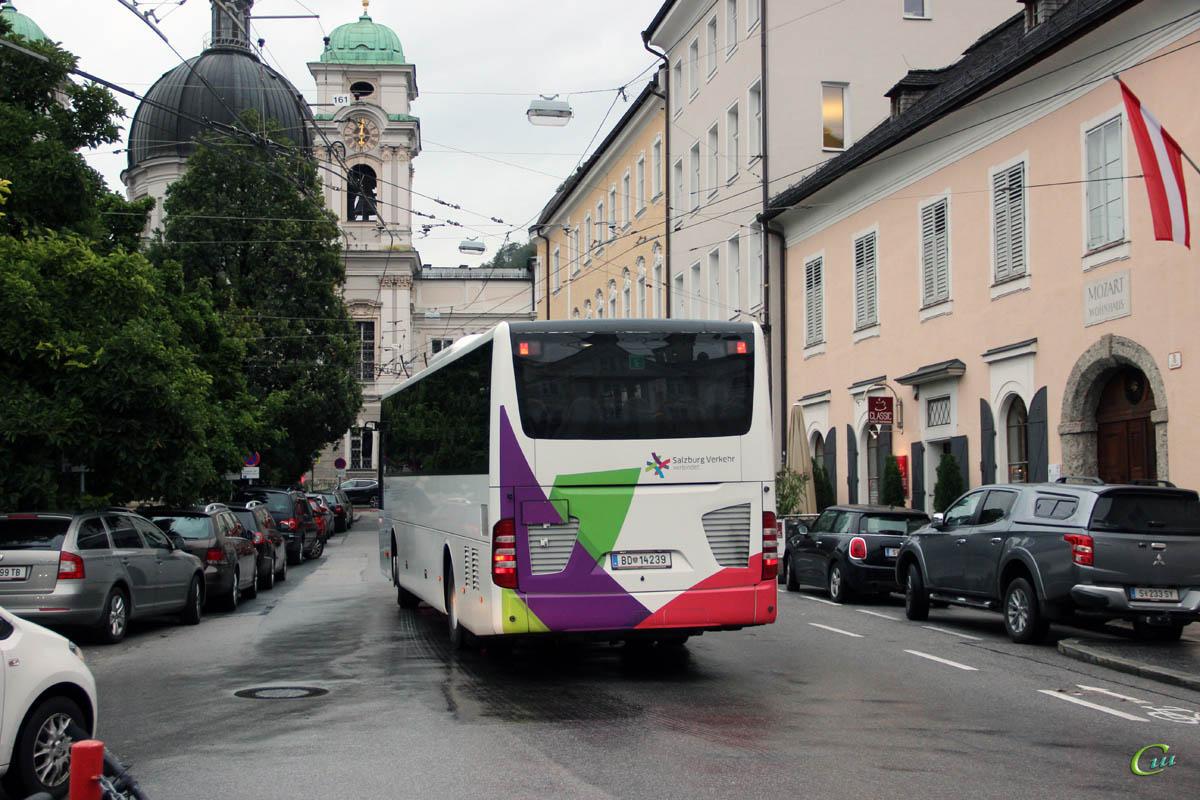 Зальцбург. Mercedes-Benz Intouro BD 14239
